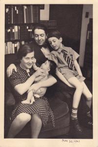 Judith Wechsler,  Anne, Nahum, Daniel and Judith Glatzer, 1941